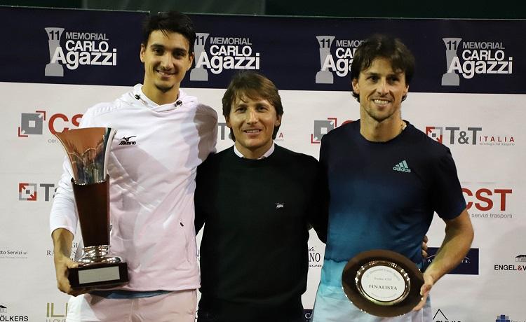 La premiazione del rodeo Open del PalaIseo. Da sinistra: il vincitore Lorenzo Sonego, Andrea Agazzi e il finalista Andrea Arnaboldi (foto Felice Calabrò)
