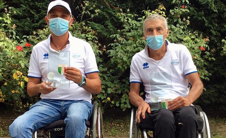Alberto Saja (sinistra) e Ivano Boriva con lo scudetto conquistato nel tabellone di doppio della categoria Quad