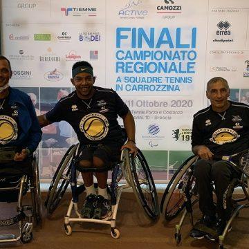 La formazione di Active Sport che ha conquistato la finale nei campionati regionali di tennis in carrozzina. Da sinistra: Alberto Saja, Edgar Scalvini e Ivano Boriva (capitano)